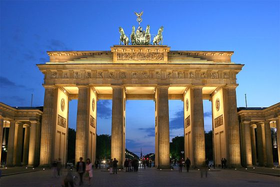 800px-Brandenburger_Tor_abends