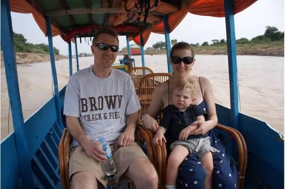 tonle sap boat_family pic