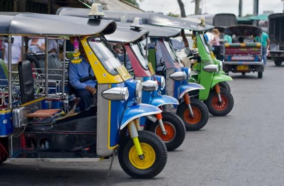 tuk-tuks-bangkok_mytravellogs co uk
